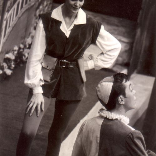 Mary Conachan as Viola and Graham Knight as Feste